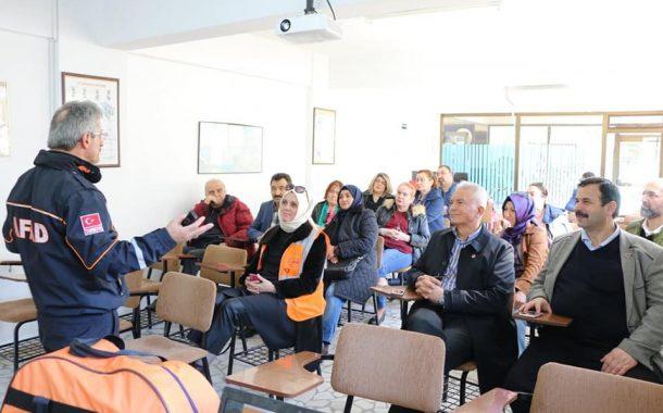 TEMAD Sakarya Şubesinde bir farkındalık oluşturmak için Temel Afet Bilinci Eğitimi ile AFAD Gönüllüsü olarak eğitim semineri düzenledik.